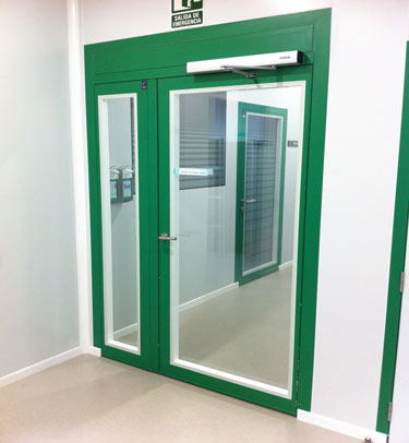 FLUSH GLAZED DOOR FOR CLEANROOMS - LABORATORIES